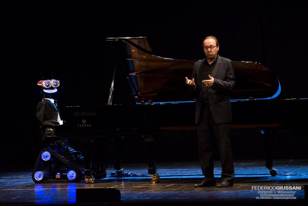 TeoTronico pianoforte robot
