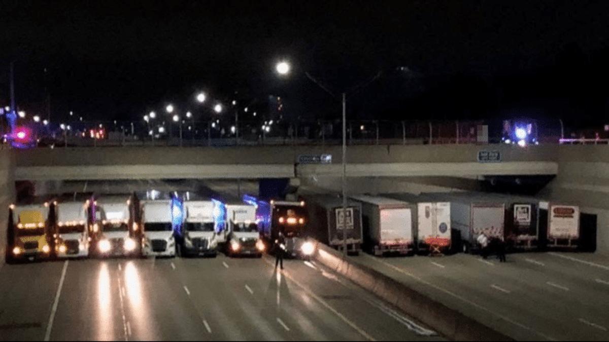 Usa camion salvano uomo suicidio