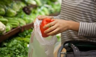 sacchetti biodegradabili supermercato