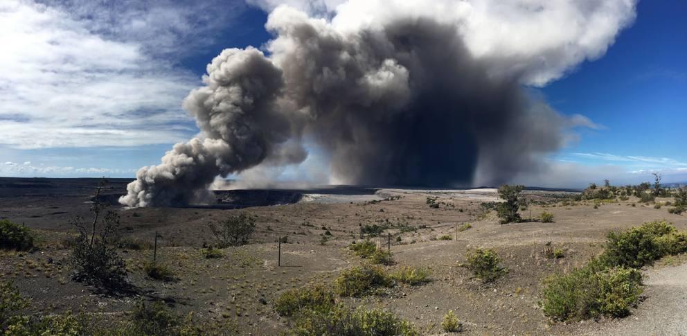 Hawaii vulcano Kilauea eruzione nube