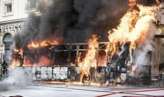 autobus fuoco roma