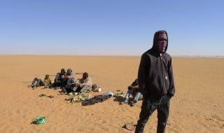 Algeria migranti abbandonati deserto
