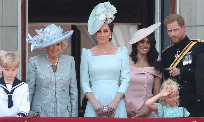 Da Meghan, Kate e la regina Elisabetta: le foto del Trooping the