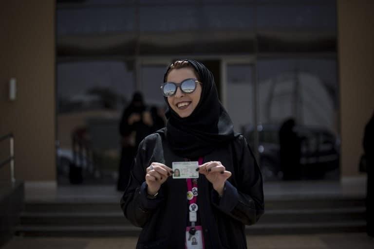 donne alla guida arabia saudita
