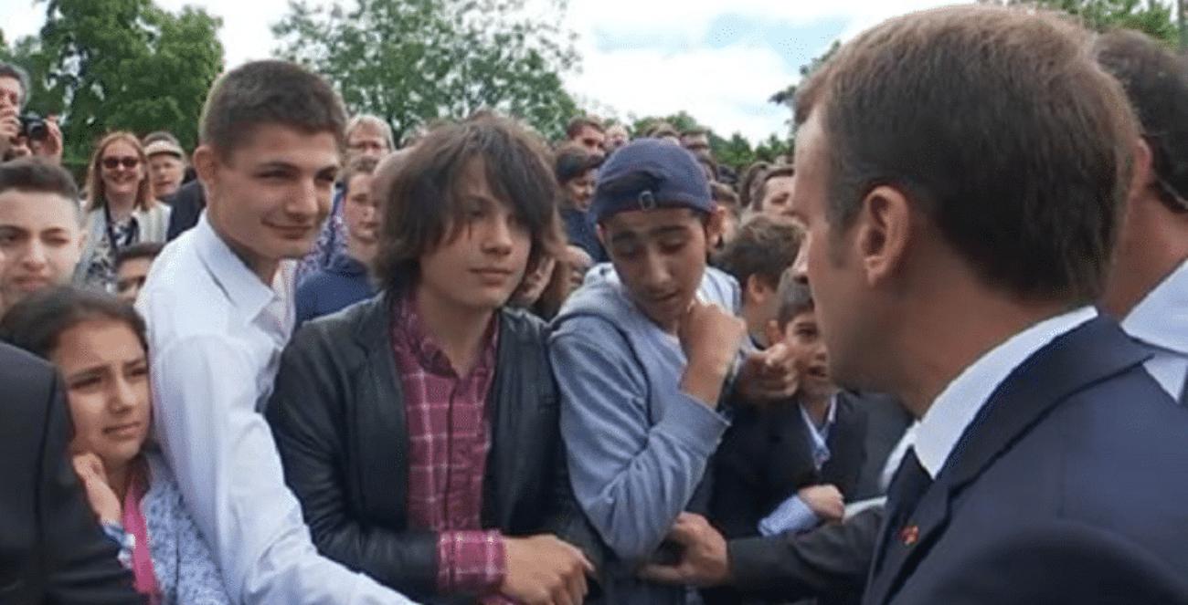 Macron rimprovera giovane