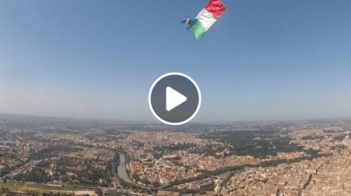 video paracadutisti 2 giugno