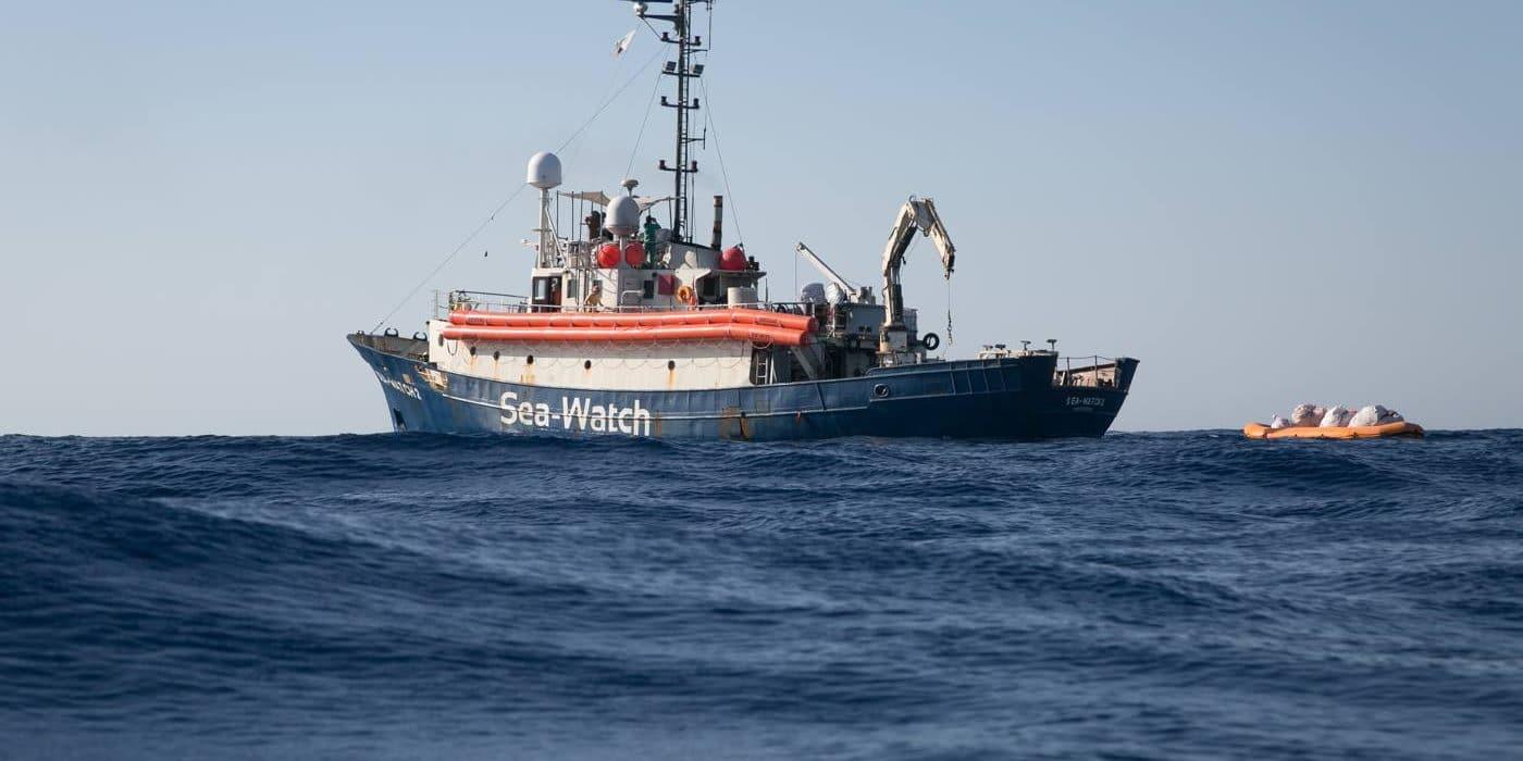 Allarme Sea Watch: alcuni migranti rifiutano il cibo