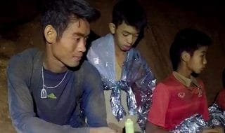 thailandia ragazzi grotta meditazione buddista