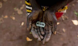 bambina somalia mutilazione genitale femminile
