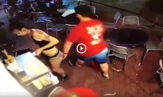 cameriera palpeggiata video