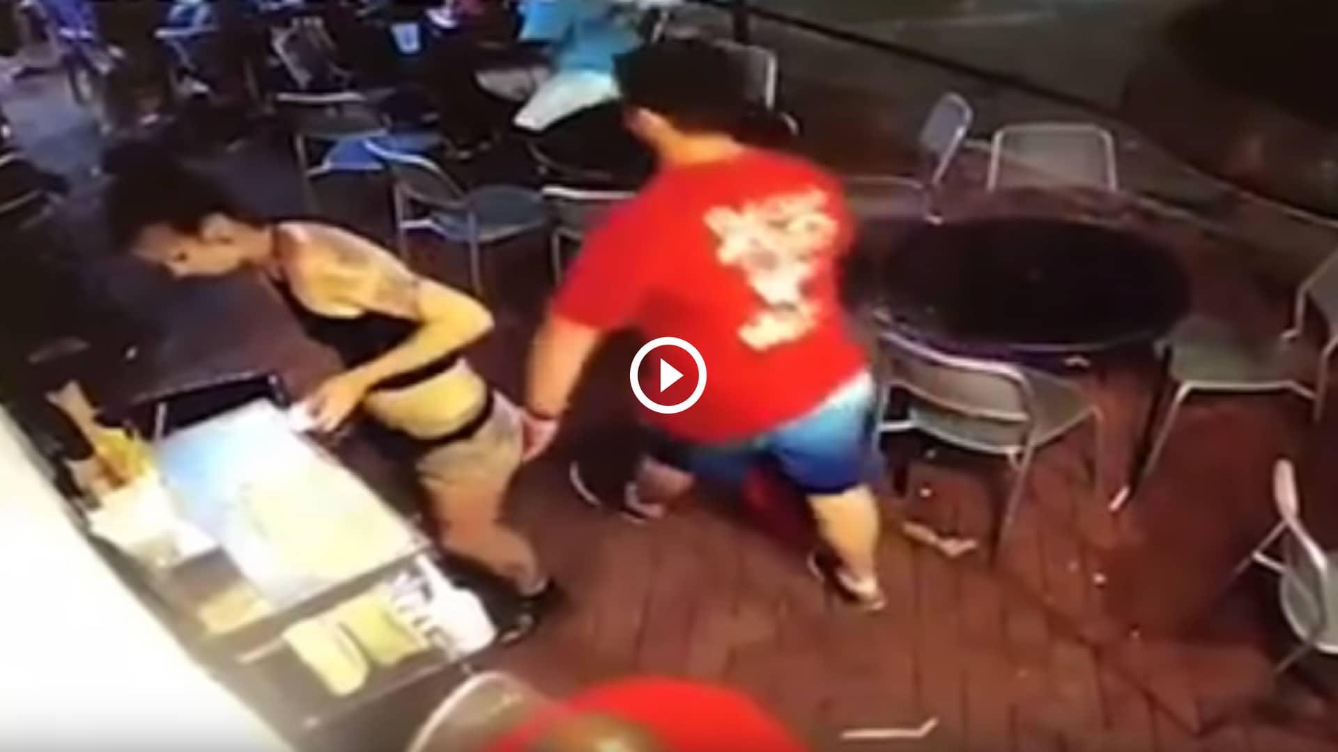 video cameriera palpeggiata