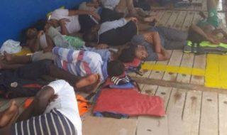 nave migranti bloccata Tunisia