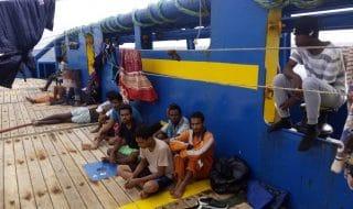 nave sarost sbarco tunisia