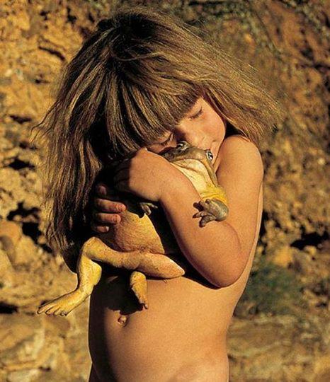 Bambina cresciuta savana