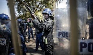 Zimbabwe esercito manifestanti
