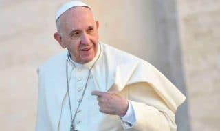 papa francesco irlanda protesta