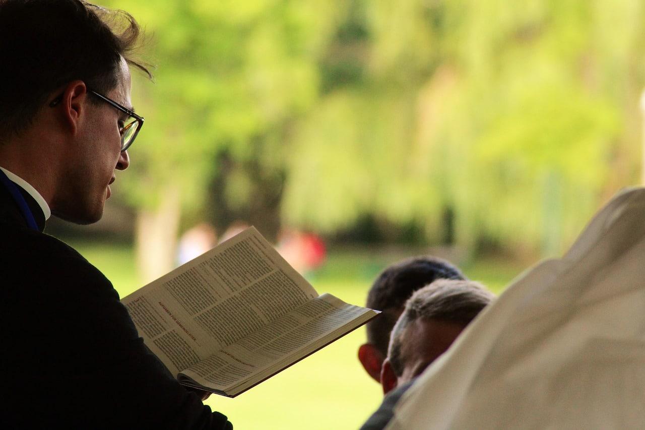 Le vittime dei preti pedofili in Italia non si accontentano