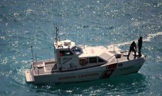 migranti sicilia barca vela