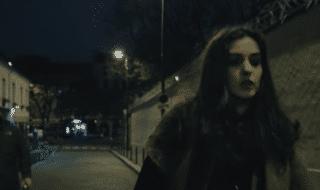 donna strada sola notte