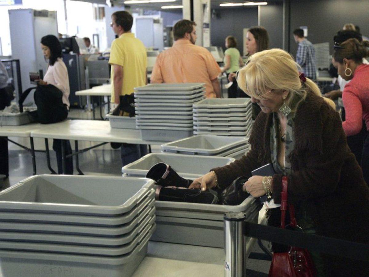 Ci sono più germi sulle vaschette portaoggetti degli aeroporti che ...