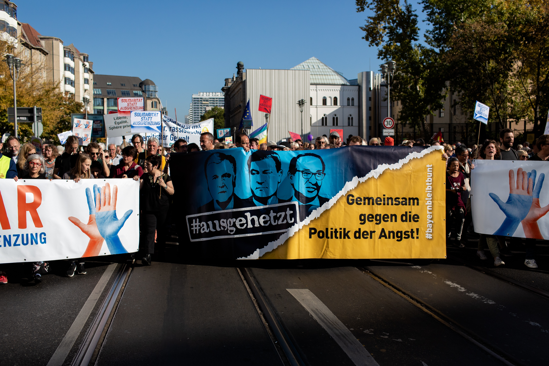 Berlino, decine migliaia a marcia contro razzismo