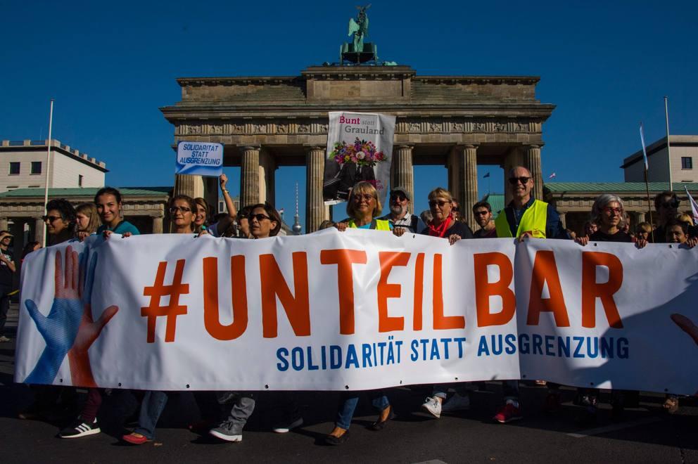 Germania: Berlino, decine migliaia a marcia contro razzismo