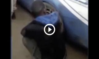 video migrante ruota polizia foggia