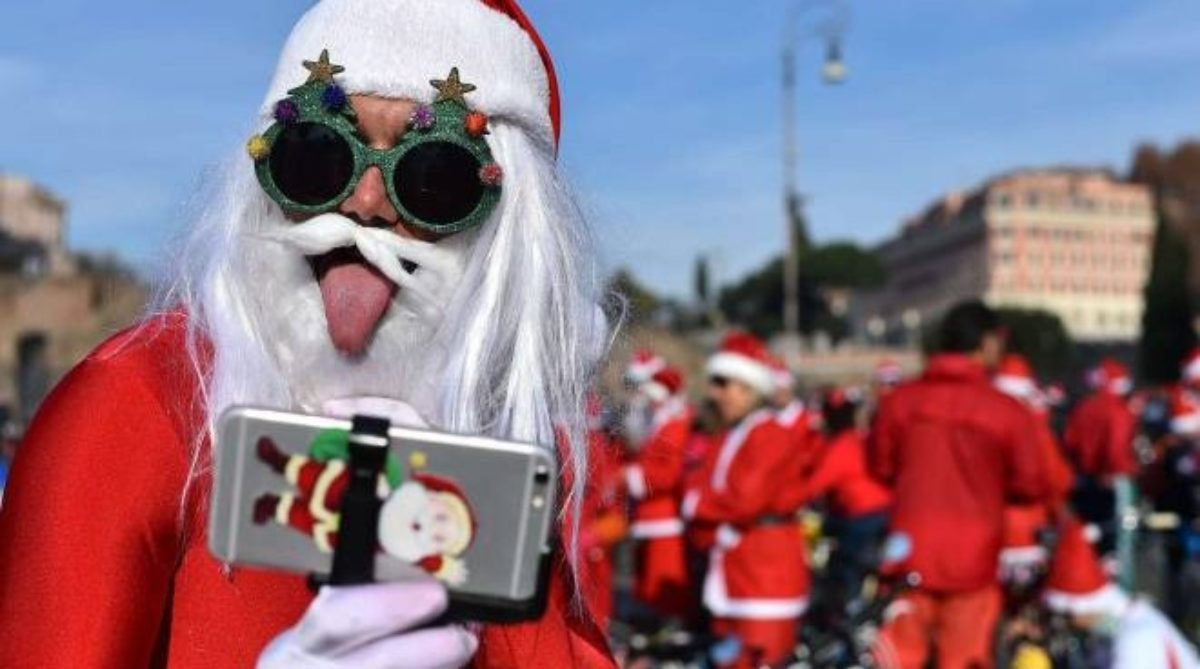 Messaggio Di Buon Natale Simpatico.Auguri Di Natale 2018 Frasi Originali Divertenti Bellissimi