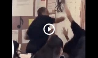 Professore picchia studente