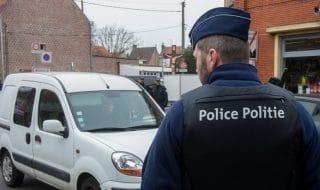 bruxelles poliziotto accoltellato