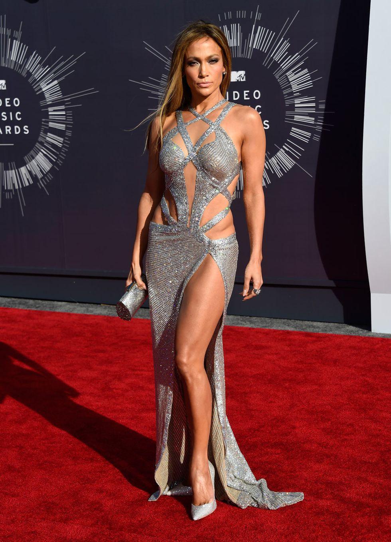 Jennifer Lopez posa nuda a 49 anni