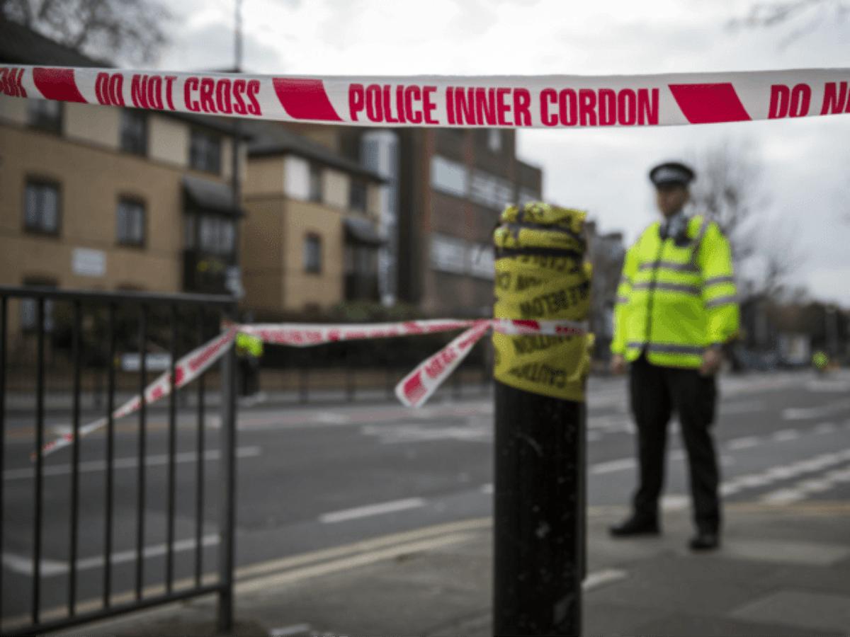 Londra: con il machete ferisce due persone
