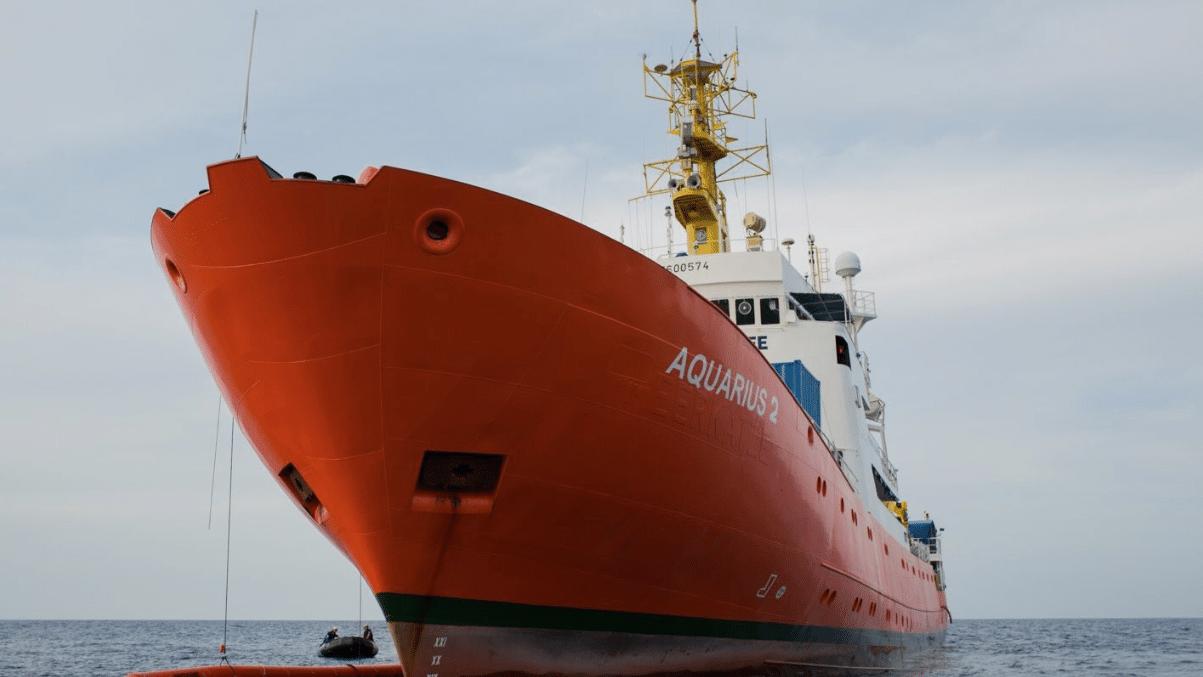 Migranti, sequestrata nave Aquarius: Msf indagata per cattiva gestione rifiuti