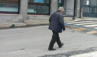 anziano pensione elemosina