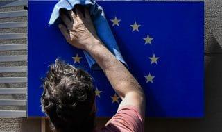 bandiera europa contro salvini