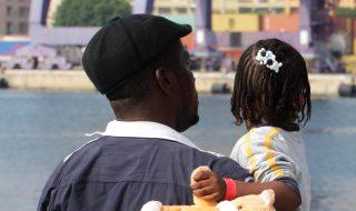 Manovra, il governo esclude gli immigrati dalla carta sconti per famiglie numerose