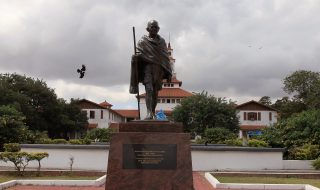 gandhi statua ghana