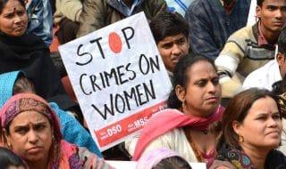 india molestata bruciata viva
