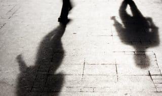 madre accoltella stupratori figlia