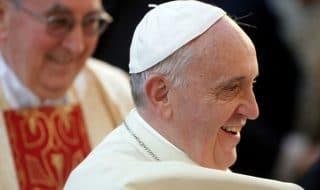 papa visita emirati