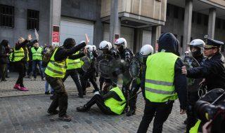 polizia contro gilet gialli