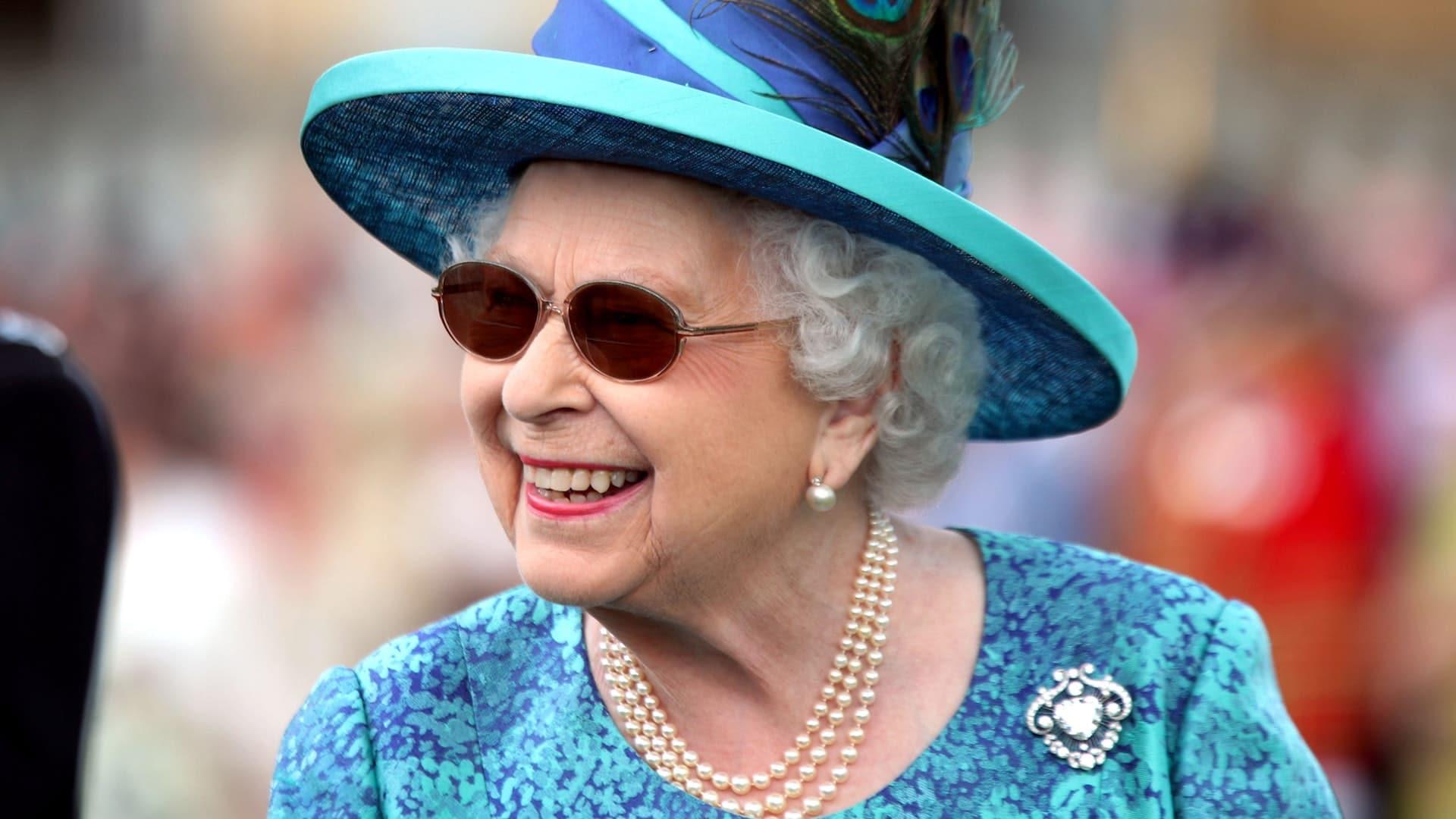 Alunna di 9 anni scrive alla Regina Elisabetta, lei risponde