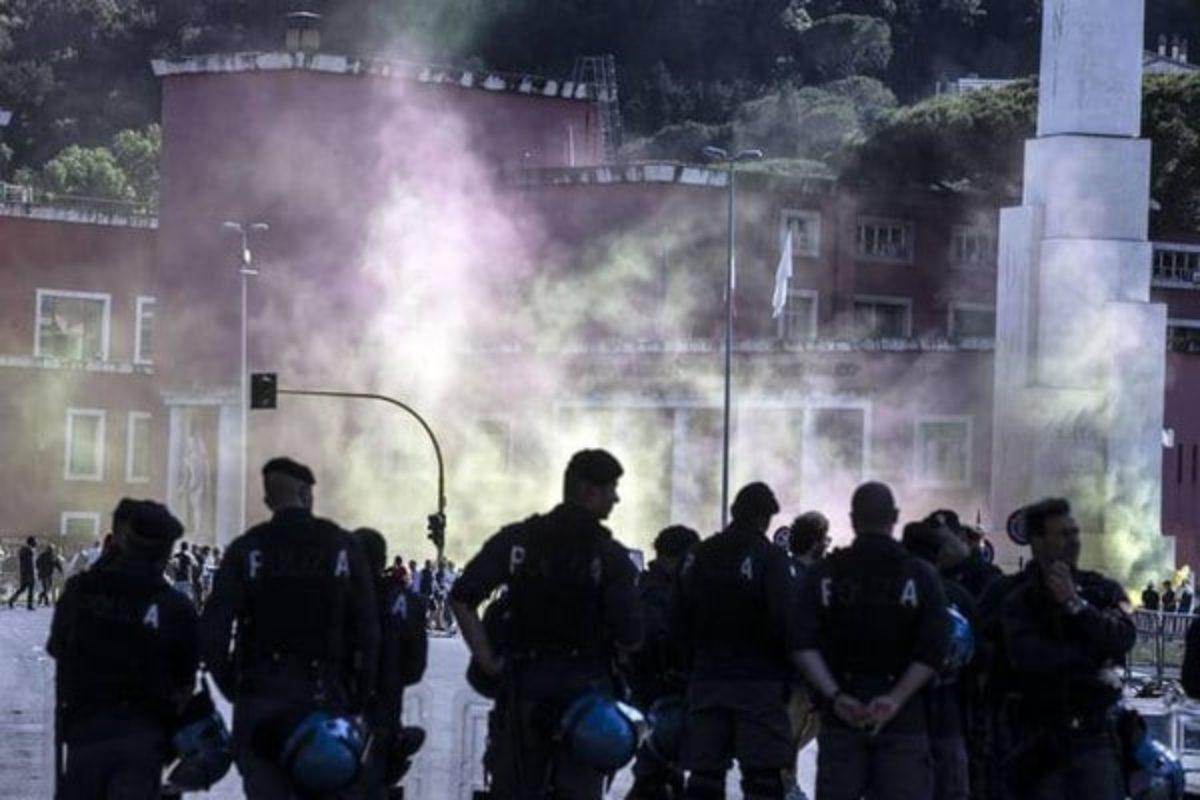 CorSera - Tifosi Torino aggrediti da ultras bolognesi: spaccati vetri del pullman