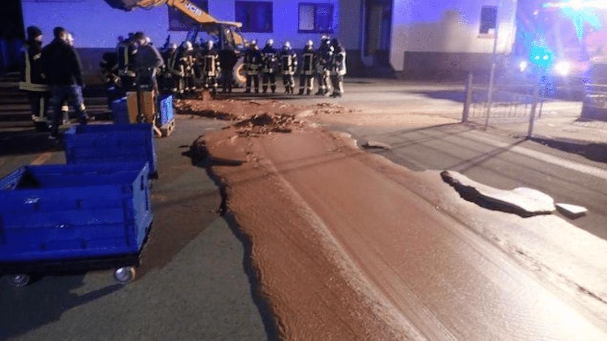 Un fiume di cioccolata ha allagato le strade di una città tedesca