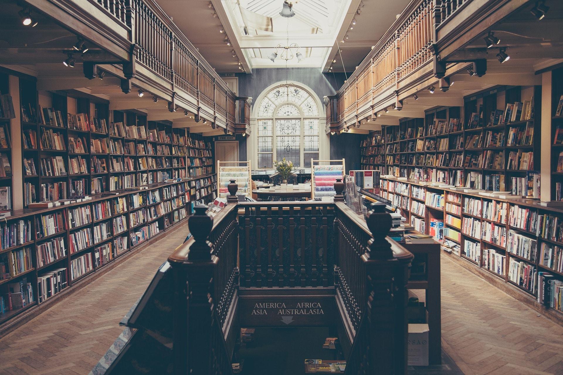 Con il tempo che spendiamo ogni anno sui social potremmo leggere 200 libri