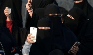 Donne Arabia Saudita divorzio sms