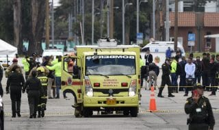 attentato bogotà autobomba