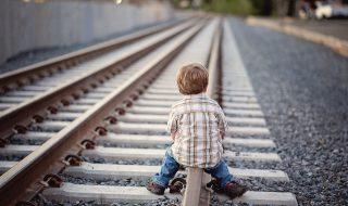 bambino treno genitori