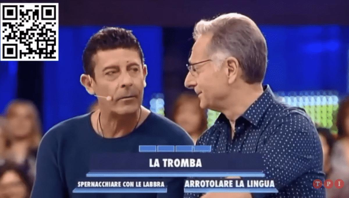 Paolo Bonolis esasperato schiaffeggia un concorrente