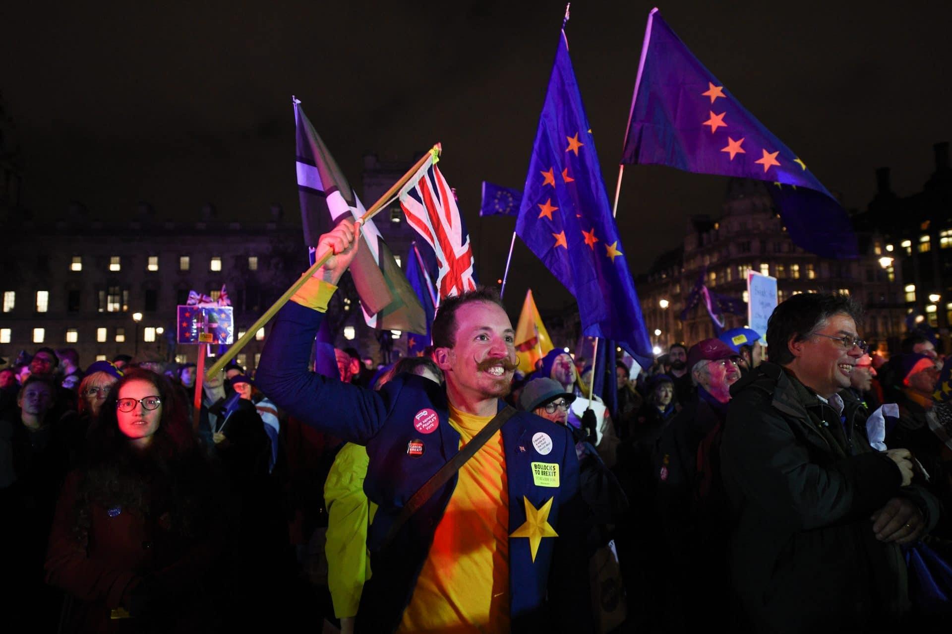 Brexit, la May si salva: respinta la mozione di sfiducia alla Camera